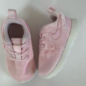Nike Toddler Roshe Pink Velvet Size 6